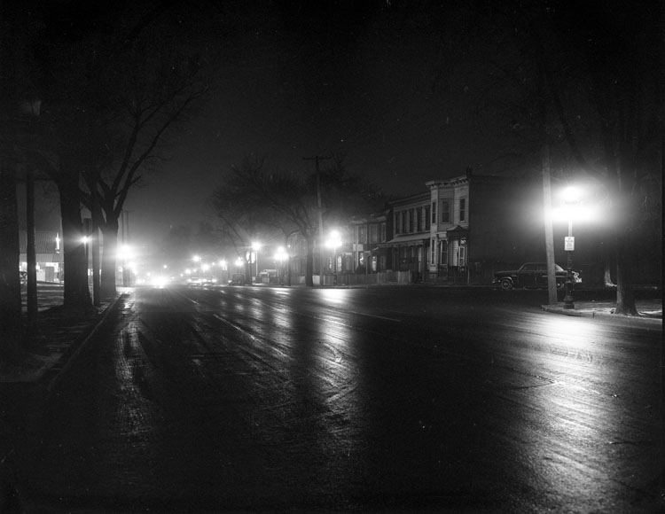 street-lights-jefferson-avenue-at-night